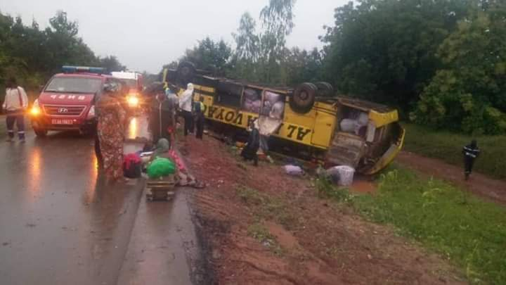 circulation-8-blesses-dans-un-accident-d-un-bus-de-la-compagnie-al-izza-au-burkina